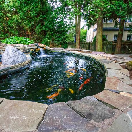 Inspírate con estos 15 jardines con estanques