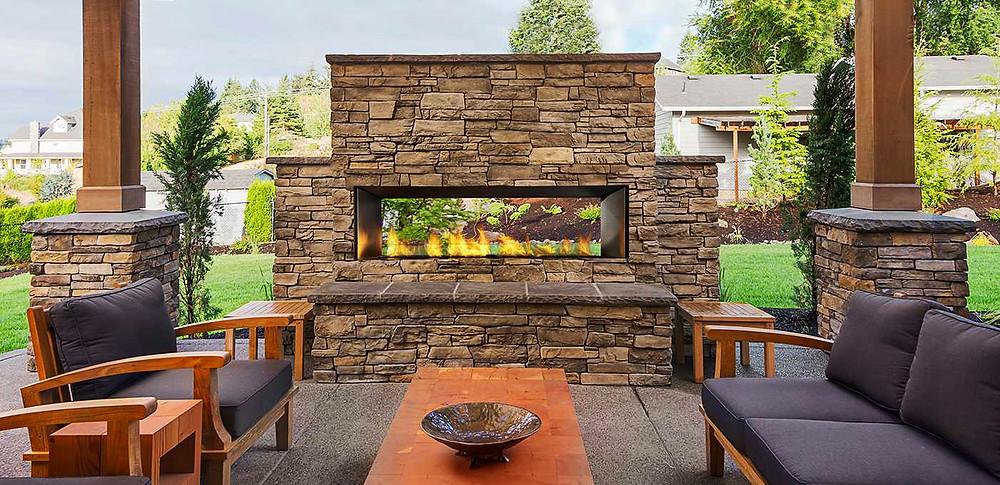Poner una chimenea en el jardín: chimenea panorámica