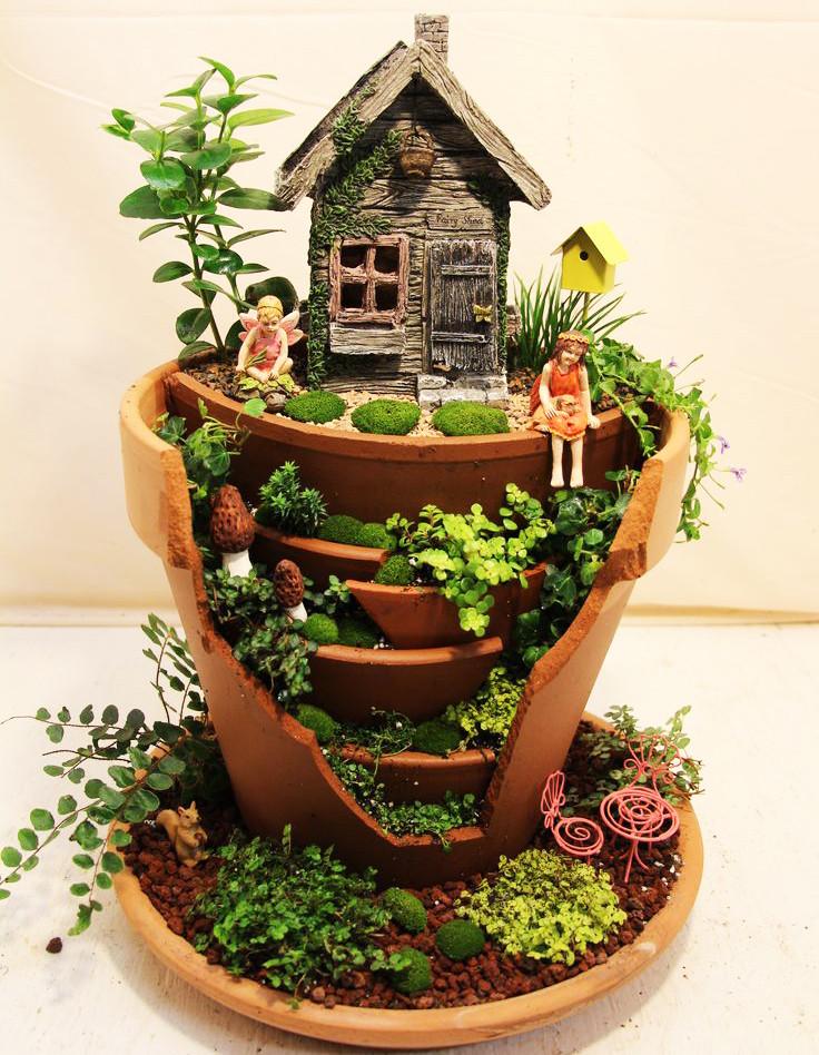 Mini jardines de cuento: una maceta reconstruida