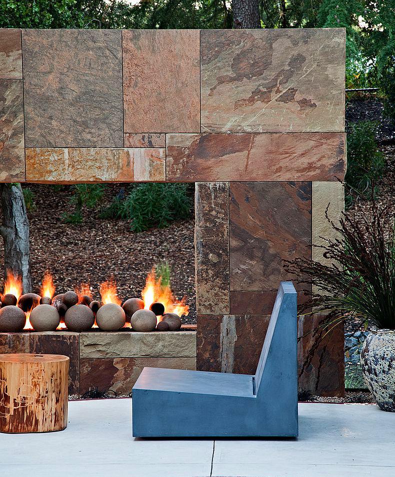 Poner una chimenea en el jardín: chimenea minimalista revestida con piedra natural