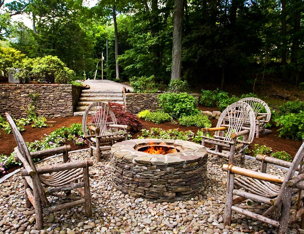 Poner una chimenea en el jardín: una chimenea antigua