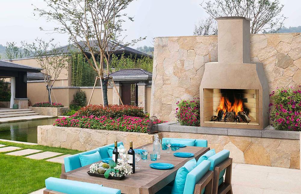Poner una chimenea en el jardín: una chimenea moderna