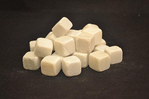 Dados de mármol blanco
