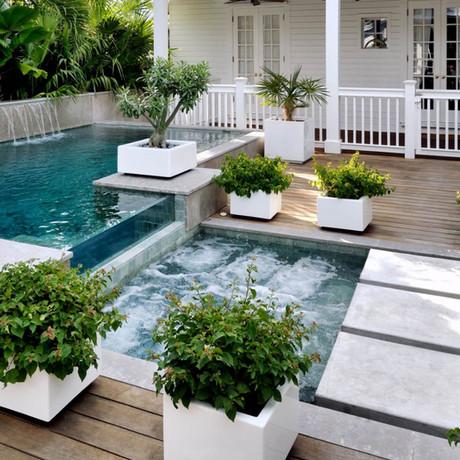 10 jardines con jacuzzi que te dejarán con la boca abierta