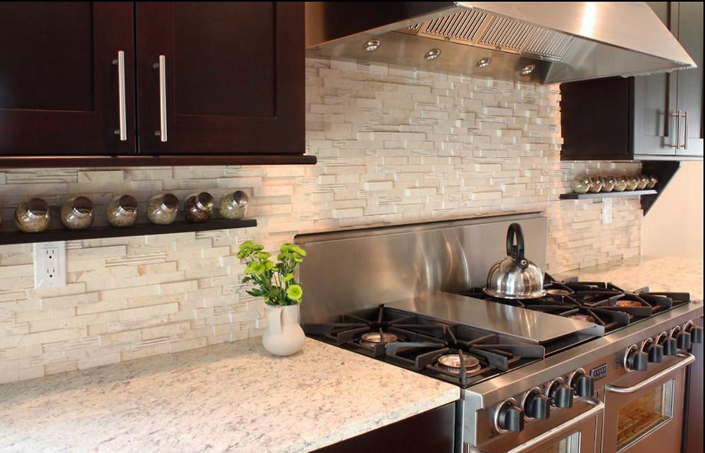 Paneles premontados de piedra natural en la cocina