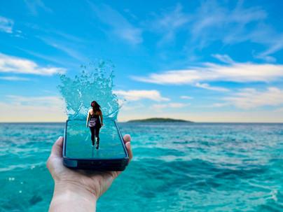 Shina_Phone_ water.jpg