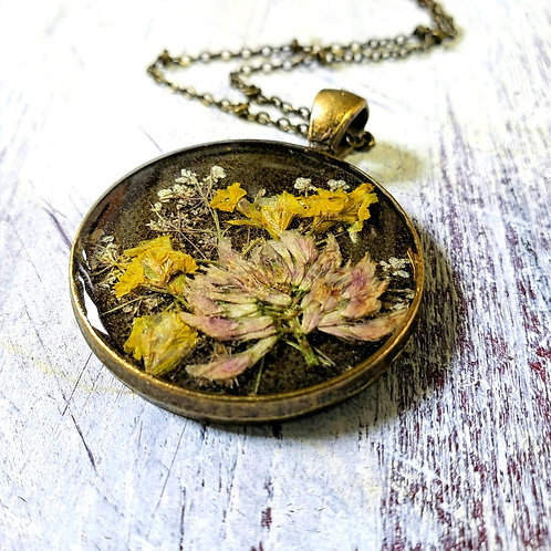 Wildflowers in resin, pink and yellow in bronze