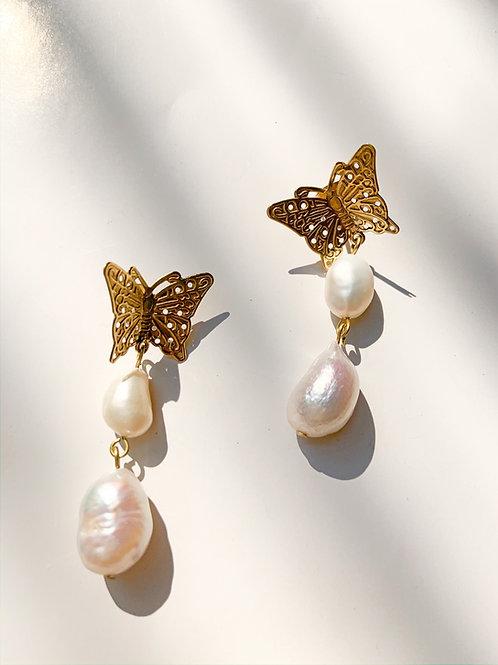 Butterfly pearl- Earring