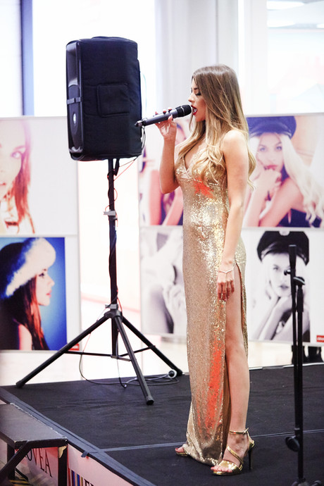 Silvia Jurikova zaspievala aj svoju orig