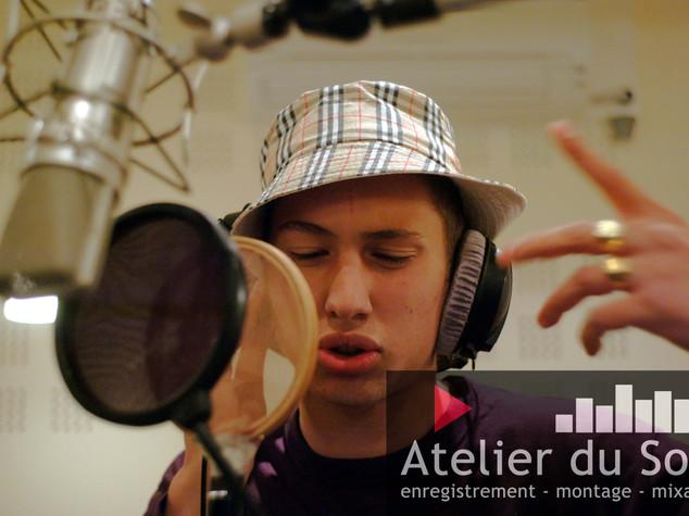 pose de voix au studio de Dijon.jpg