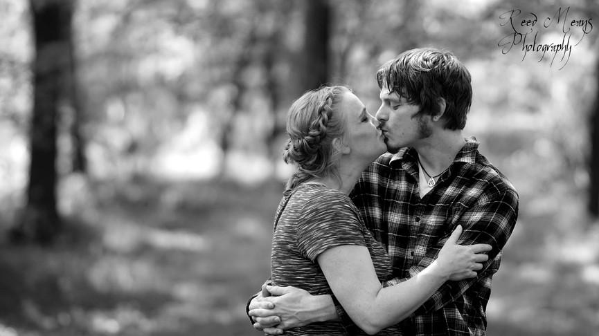 Maternity Kiss