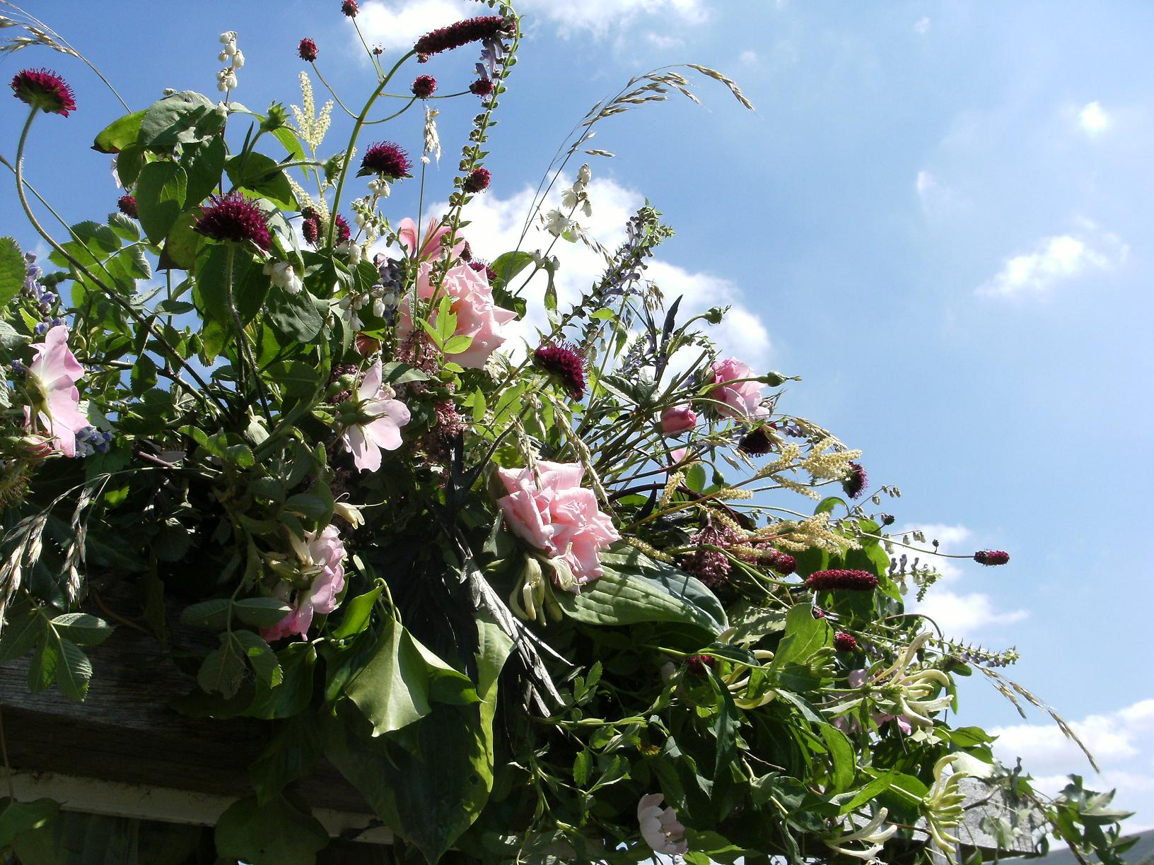 Crannog arch, wedding flowers
