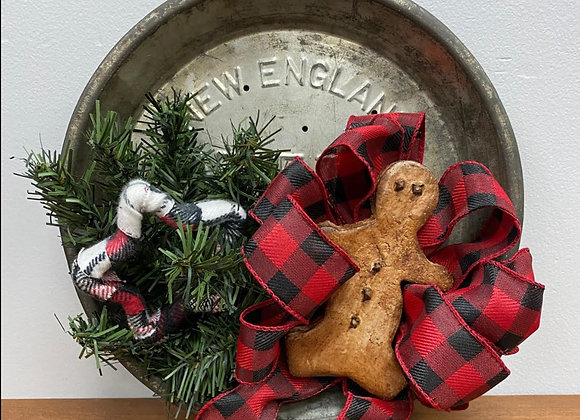 NEW ENGLAND PIE TIN HOLIDAY HANGER
