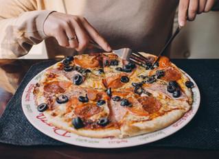 ピザの正しい食べ方