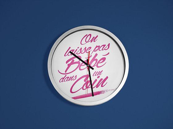 Horloge imprimé on laisse pas bébé dans un coin