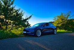 Tesla Model 3 LR Blau
