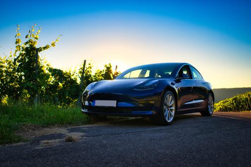 Tesla Model 3 Blau