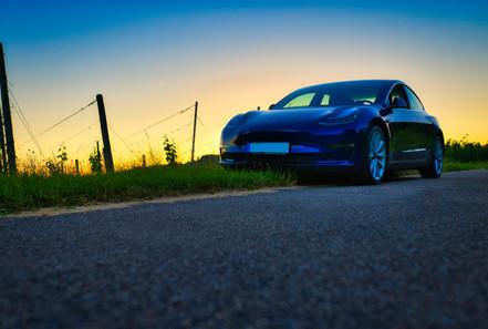 Tesla Model 3 LR Blau Sonnenuntergang