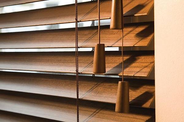 Venetian wood slatt blind