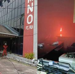 Pejabat UMNO Permatang Pauh terbakar Artikel Penuh : https://www.sinarharian.com.my/article/132230/EDISI/Pejabat-UMNO-Permatang-Pauh-terbakar © 2018 Hakcipta Terpelihara Kumpulan Karangkraf