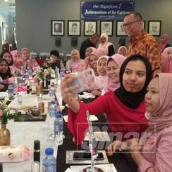 UMNO Tambun sedia lepas kerusi kepada Pas Artikel Penuh : https://www.sinarharian.com.my/article/38936/BERITA/Politik/UMNO-Tambun-sedia-lepas-kerusi-kepada-Pas © 2018 Hakcipta Terpelihara Kumpulan Karangkraf