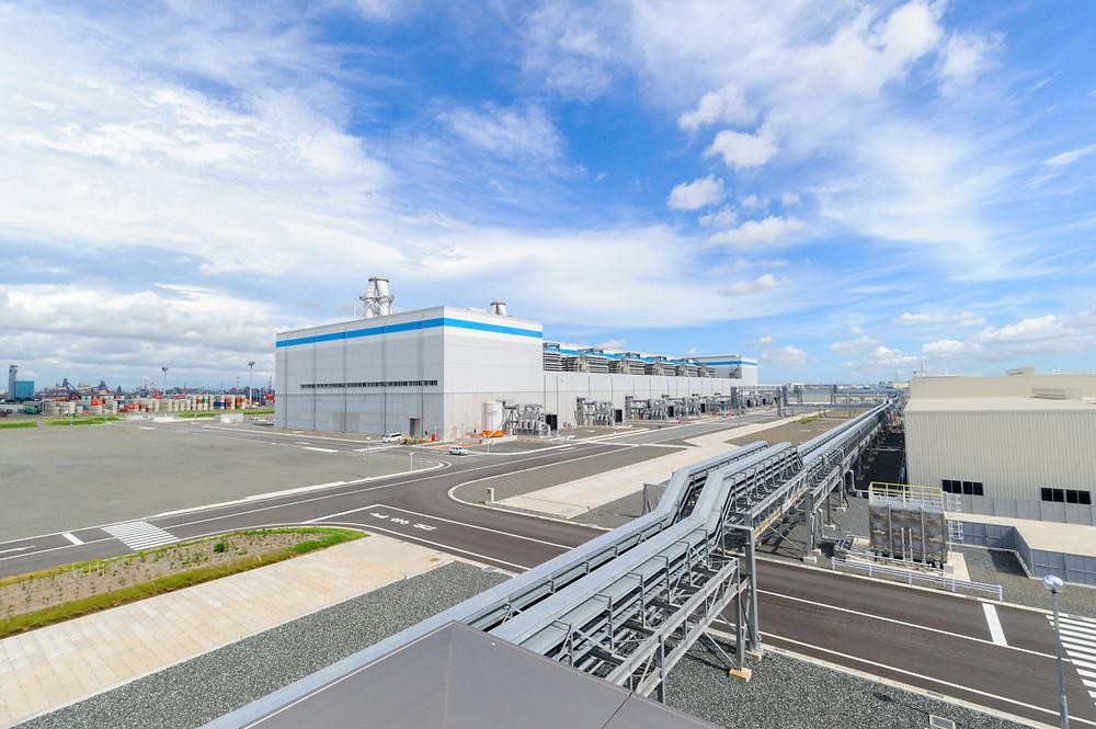 写真)西名古屋火力発電所外観