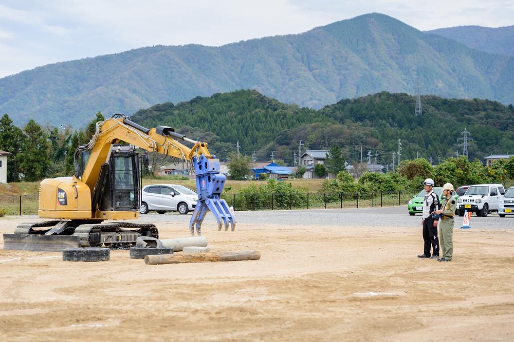 写真)無線重機の遠隔操作訓練