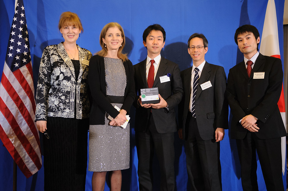 Venture Generation Award Presented to an entrepreneur with an early-stage venture expected to have a positive impact on society Winner: Mr. Yuji Yamamoto Company: MinaCare Co., Ltd. http://yujiyamamoto.com/ Description: A data analytics service for health insurance companies that uses patient claims, health, and medical treatment data to identify customer segments that have the highest-risk of developing lifestyle-related diseases due of a lack of preventative-care practices and funding.  ベンチャー世代賞 (社会へ良い影響を与えることが期待される事業を始めたばかりの起業家が対象)  受賞者 山本雄士 所属組織 株式会社ミナケア 事業内容 予防的ケアの実践と資金不足のため、生活習慣病の発症の最も高いリスクがある顧客セグメントを識別するために、患者の請求、健康、医療データを使用する健康保険会社のためのデータ分析サービス。