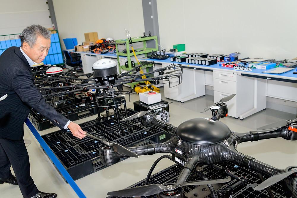 写真)無線ヘリコプター(UAV :Unmanned Aerial Vehicle) 通称:ドローン