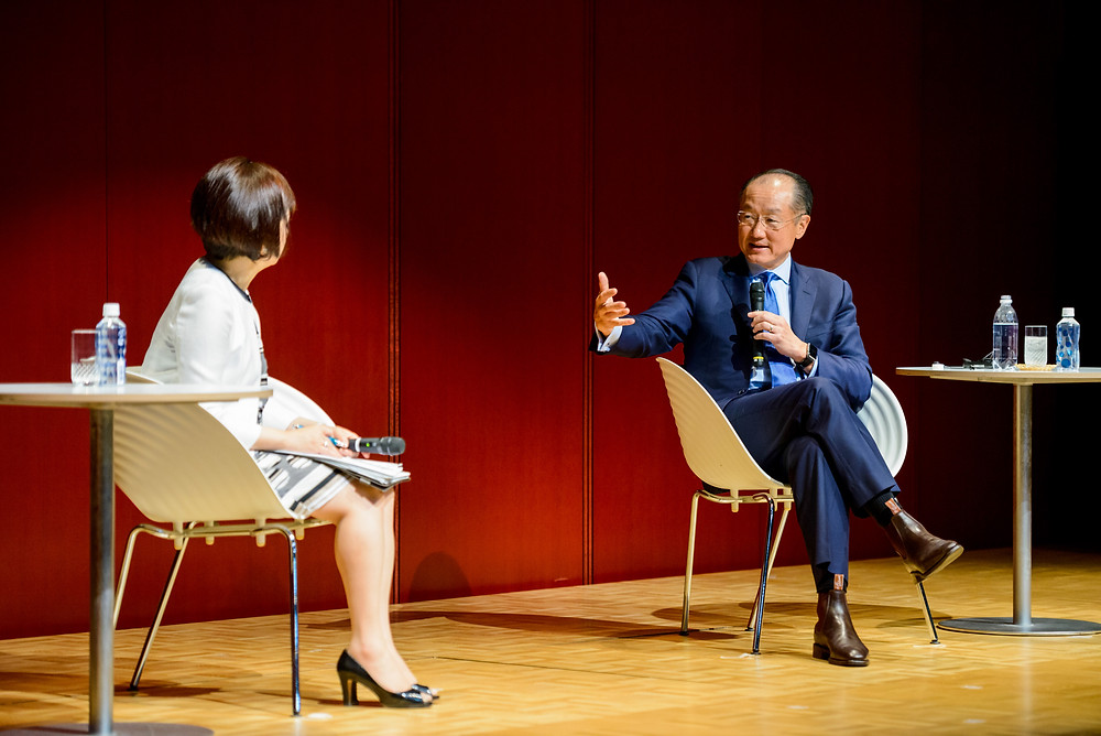 "World Bank President Jim Yong Kim talks with Aiko Doden, Moderator - Senior Commentator NHK, at the Dialogue with President Kim on Global Health in Tokyo.  May 26, 2016 - Tokyo, Japan. The Ise-Shima Summit commemorative event, ""Dialogue with President Kim on Global Health"" held in Tokyo to discuss global health initiatives towards the Summit and future prospects. World Bank President Jim Yong Kim talks with Aiko Doden, Moderator - Senior Commentator NHK before the event. Photo: Antony Tran / World Bank"