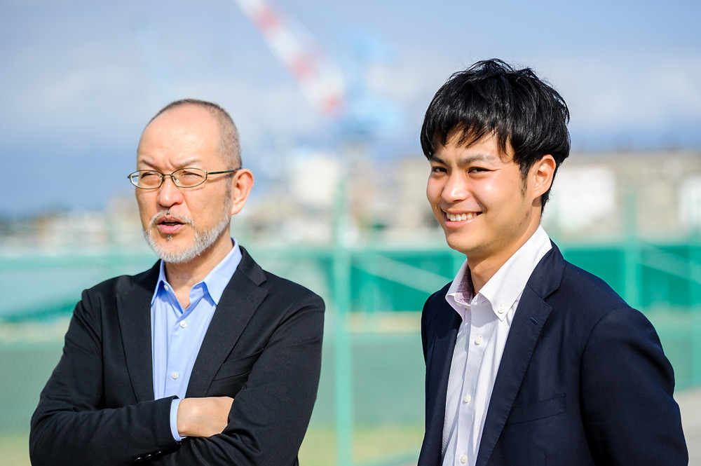 エネルギーと私たちの暮らし Vol.09 次世代エネルギーパークを回ってみた。 静岡市の環境学習プログラム 筆者(左)と静岡市役所環境局環境創造課 石川貴之さん(右)