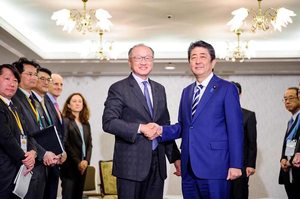 World Bank Group President Jim Yong Kim meets with Japanese Prime Minister Shinzo Abe  December 14, 2017 - Tokyo, Japan. World Bank Group President Jim Yong Kim meeting with Japanese Prime Minister Shinzo Abe. Photo: Antony Tran / World Bank