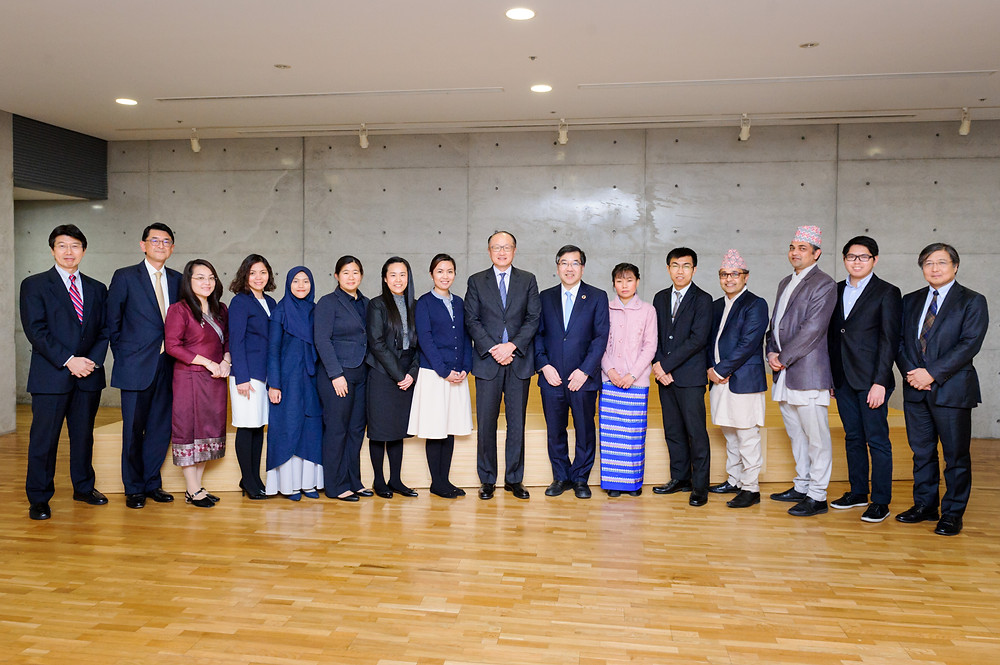 Group photo with Joint Japan World Bank Scholarship students at the University of Tokyo  December 14, 2017 - Tokyo, Japan. World Bank Group President Jim Yong Kim meets with Joint Japan/World Bank Graduate Scholarship Program (JJ/WBGSP) students at the University of Tokyo.