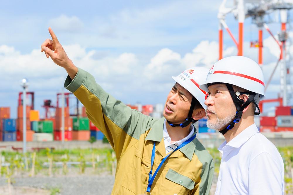 写真)中部電力株式会社 発電カンパニー 西名古屋火力発電所 長尾和彦所長と筆者
