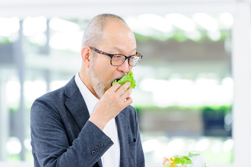 写真)亀岡プラントの『ベジタス』を食す筆者