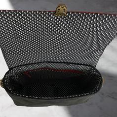 """Kunstledertasche """"Red Dragon"""" € 95,- Grö"""