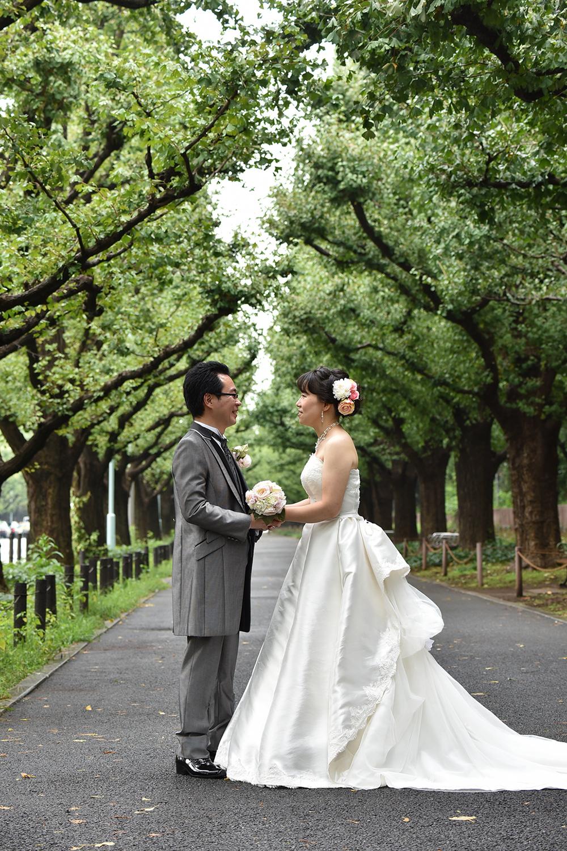 外苑並木通りで結婚写真