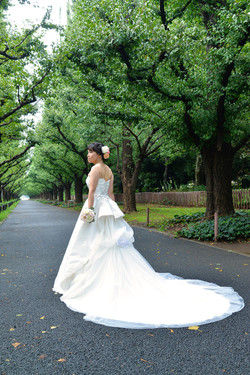 外苑並木通りでロケーションフォト・結婚写真 アニバーサリースタイル