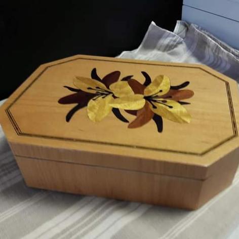 Boîte à bijoux en marqueterie