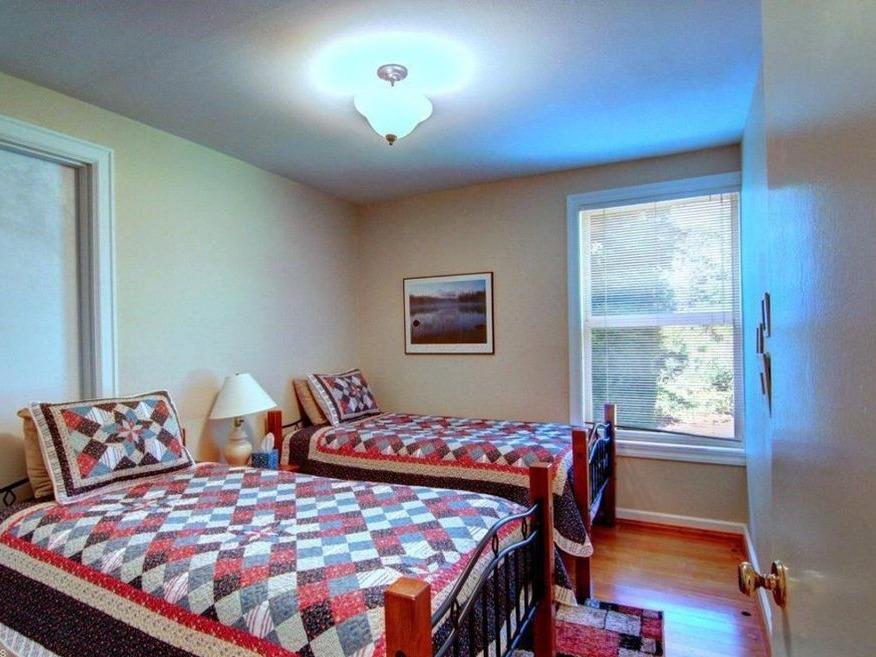 Twin room - upstairs