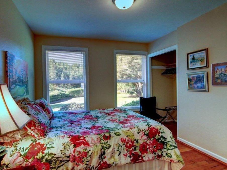Bedroom - Queen 2 upstairs