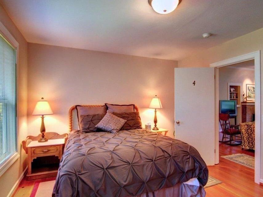 Bedroom - queen upstairs