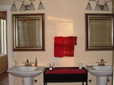 Bathroom - master 2