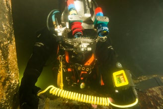 The Cygnus DIVE offers a huge screen, Ascan – and gives the diver a free hand back.