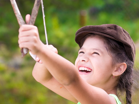 Activité enfant : fabriquer une fronde pour lancer des bombes de graines