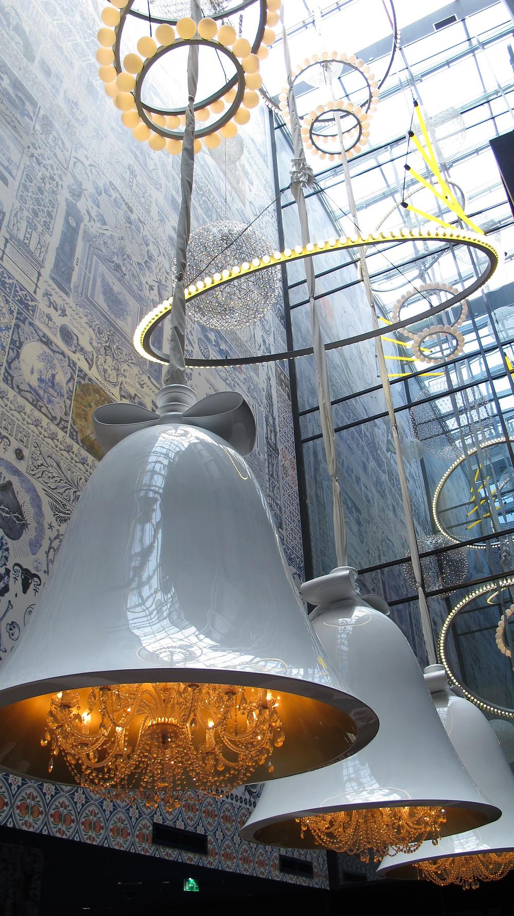hotel atrium, modern lighting, chandelier,