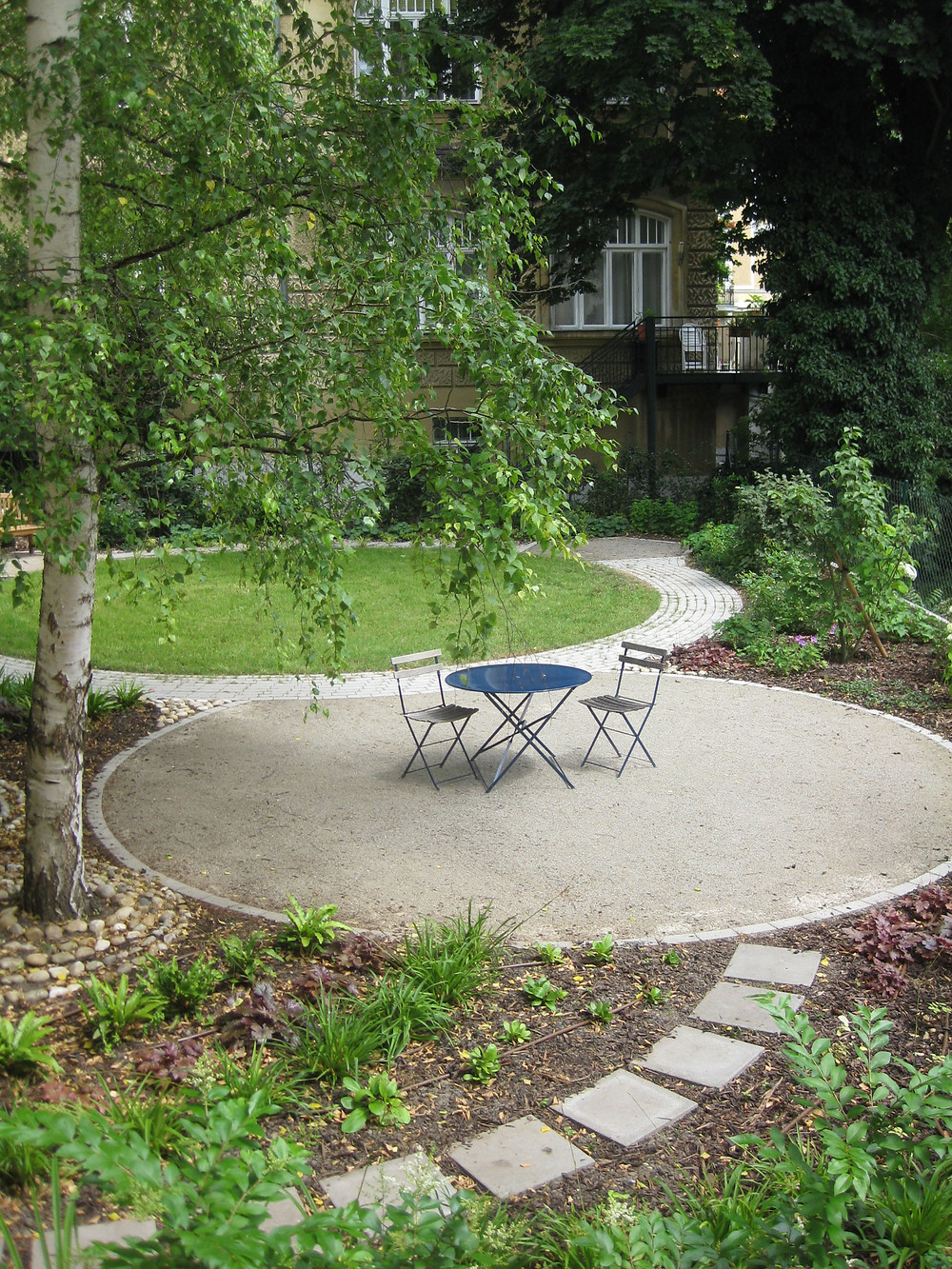 patio set, circular patio, circular path, stepping stone path,