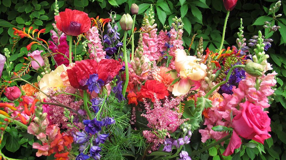 vibrant flower arrangement,