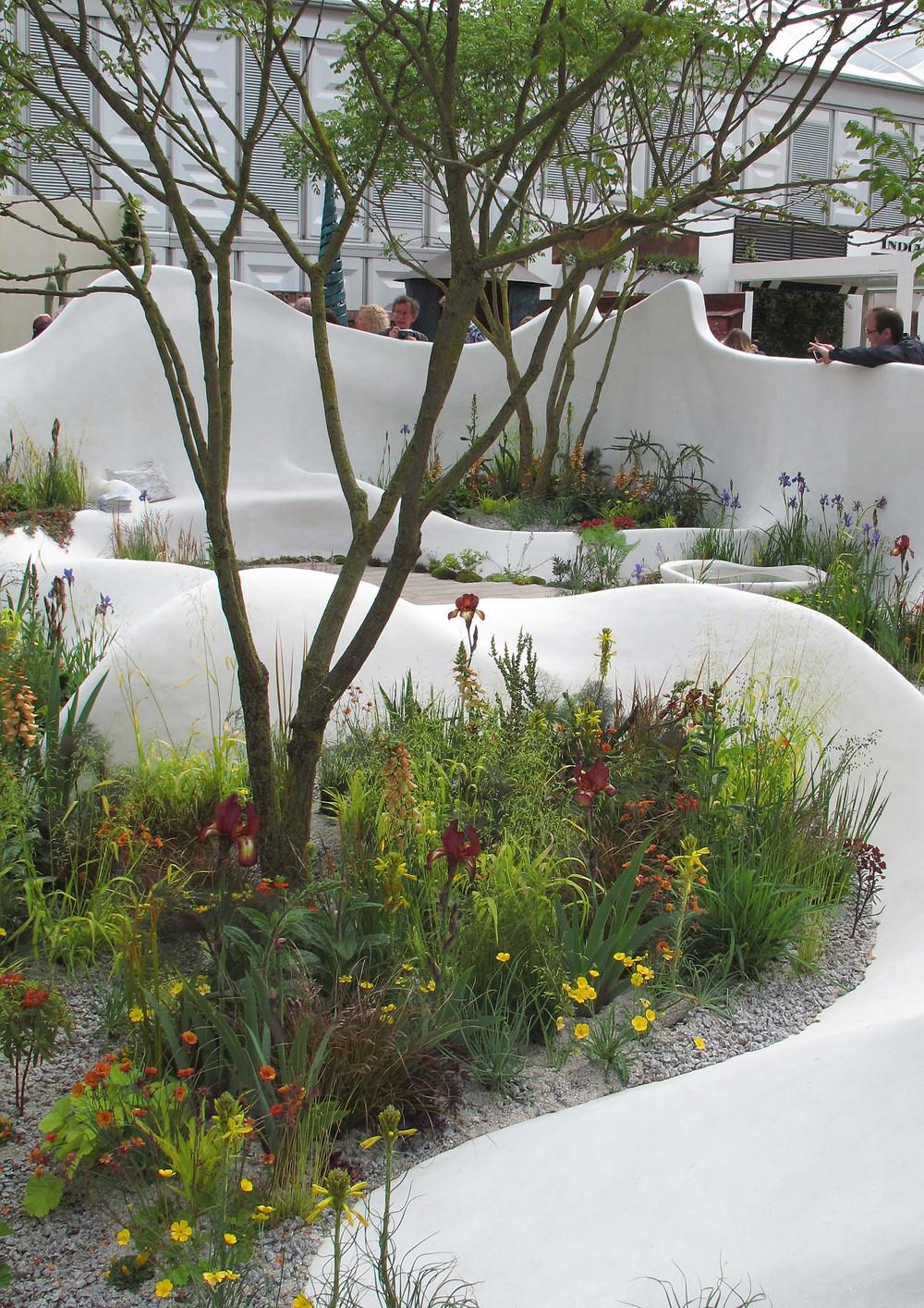 Pure Land Foundation Garden, Fernando Gonzalez, organic walls,