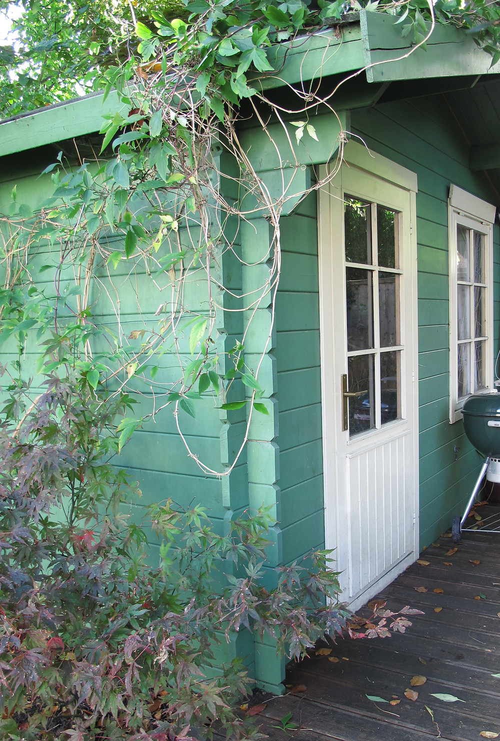 Green shed with cream doors